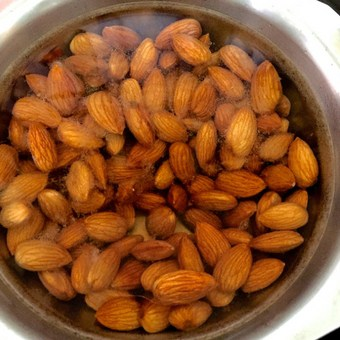 Blanch almonds in hot water_PepperOnPizza.com