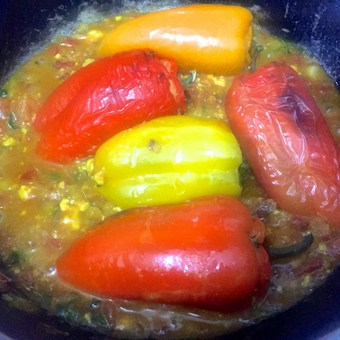 Place the grilled stuffed peppers carefully in the gravy with the tops on
